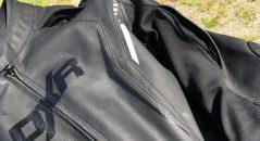 Les aérations situées sur les manches et sur les épaules du blouson cuir DXR Dynamic