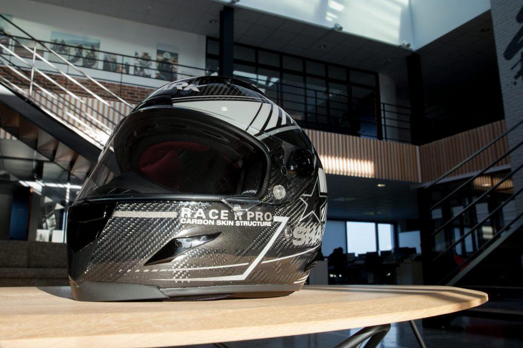 Le Shark Race-R Pro version Carbon Skin