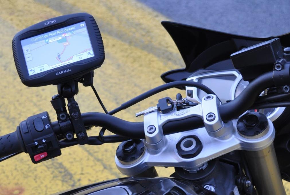 GPS Garmin Zuomo, Moto plan serré guidon