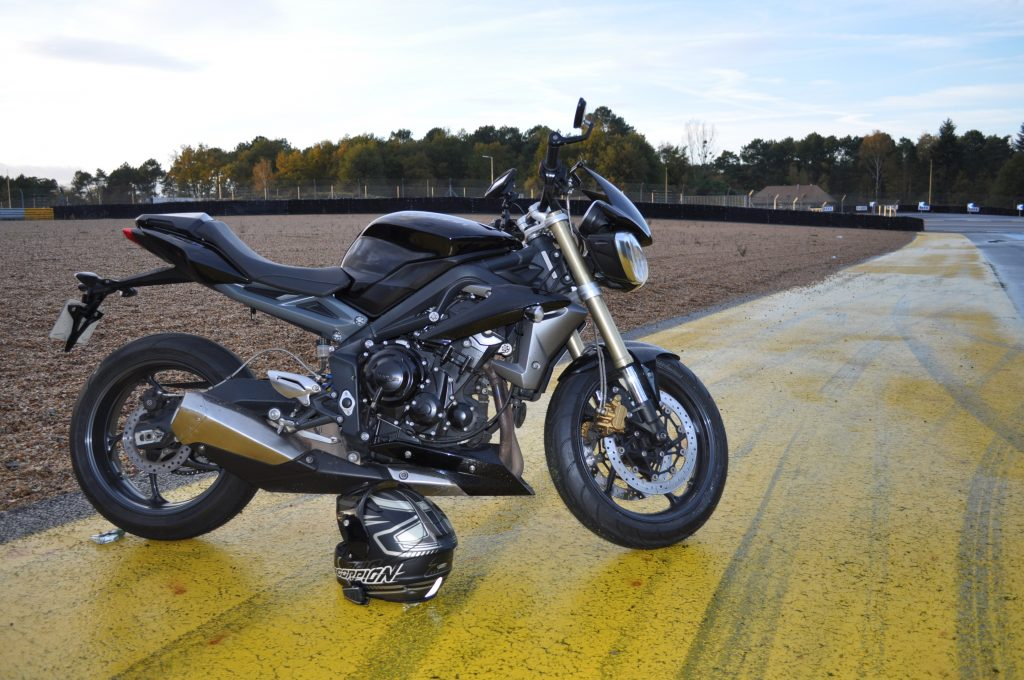 Le GPS Garmin Zumo ne fait pas trop tache sur la moto !