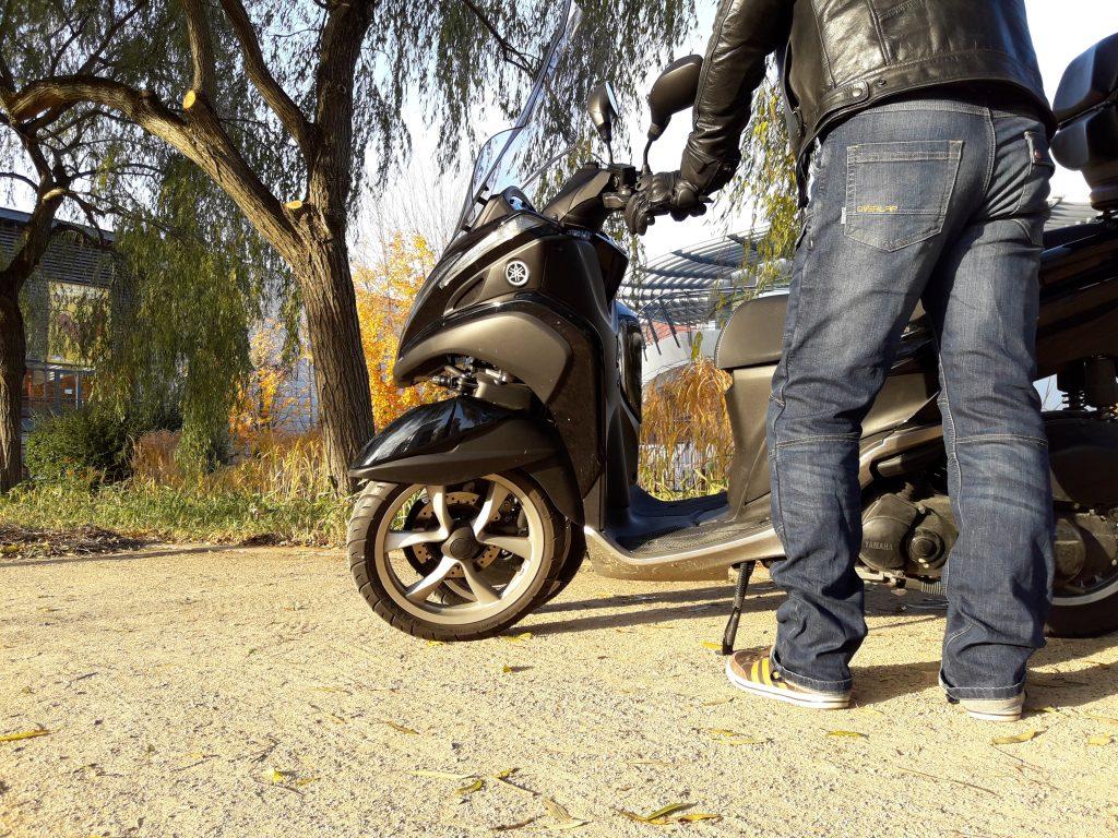 Un jean moto plutôt passe partout, même avec les protections