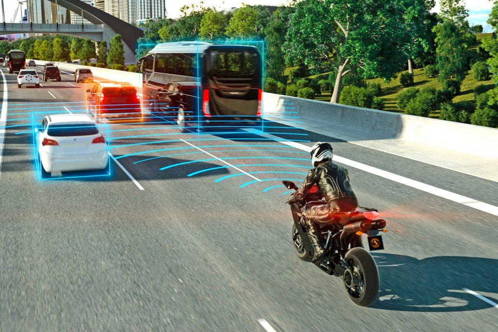 Adaptive cruise control de Continental : la moto régule automatiquement sa vitesse en fonction des véhicules qui la précédent