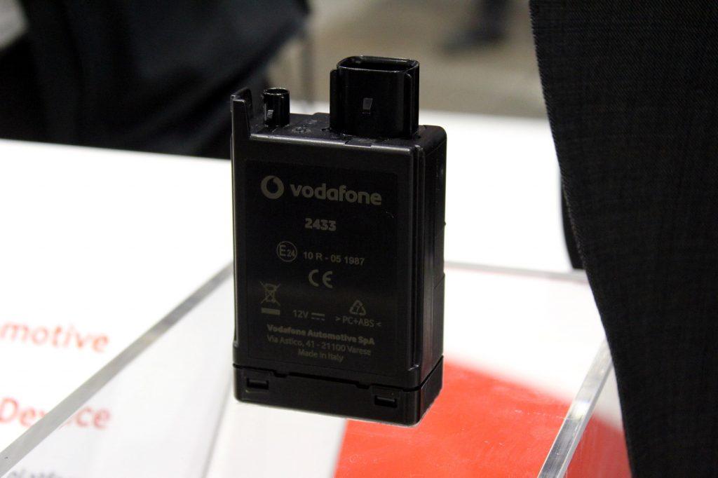 Le boîtier de communication Vodafone pour moto vous géolocalise avec moult applications à la clé