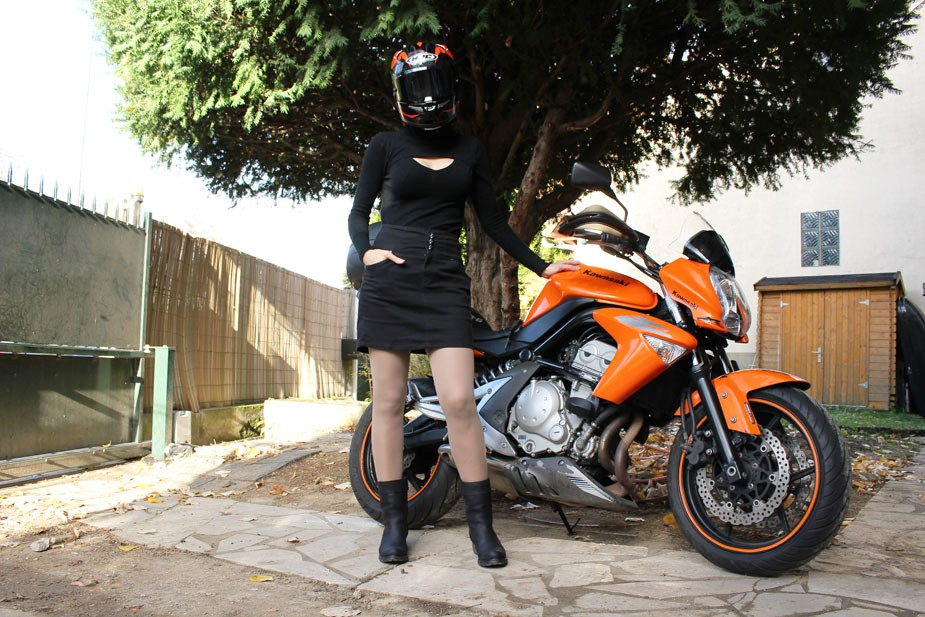 Bottes moto et jupe