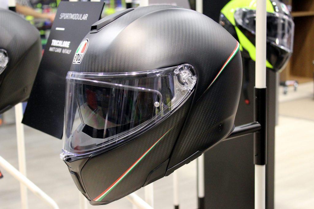 Le casque AGV Modularsport, un modulable full carbone aux accents sportifs