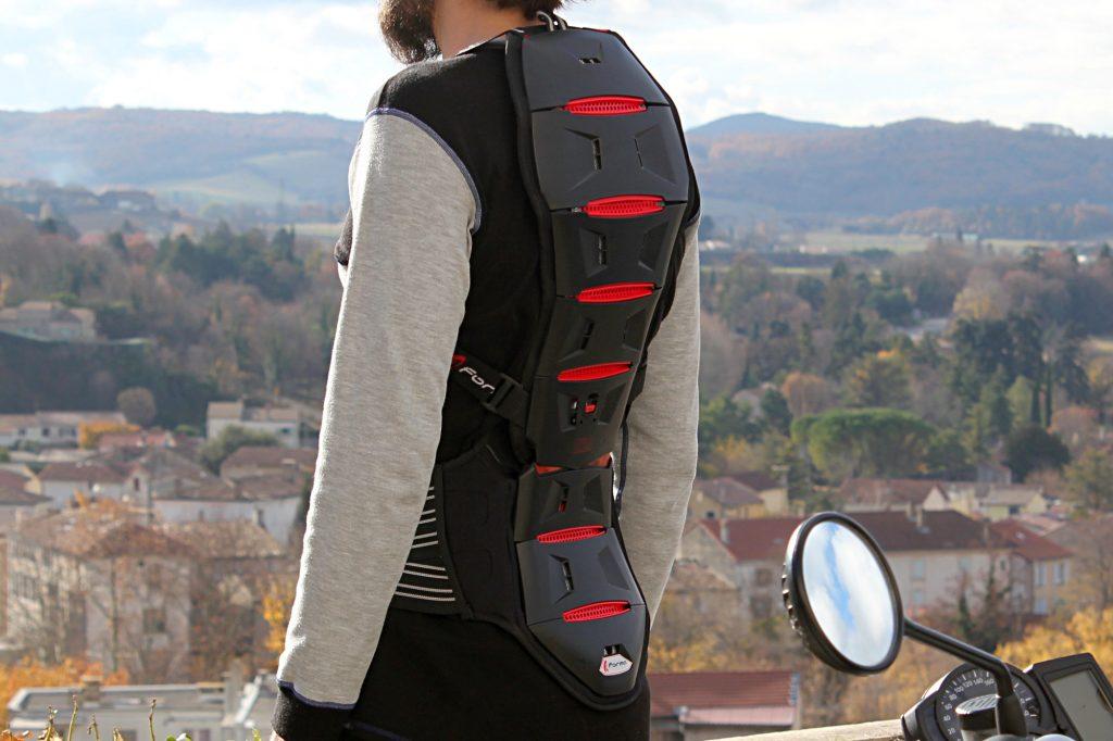 La dorsale Forma Akira CLM Smart couvre le dos sur toute sa hauteur, de la base du cou au coccyx