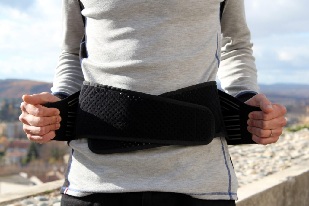 Pour bien profiter du maintien de la partie lombaire, mettez en tension la ceinture à chaque enfilage