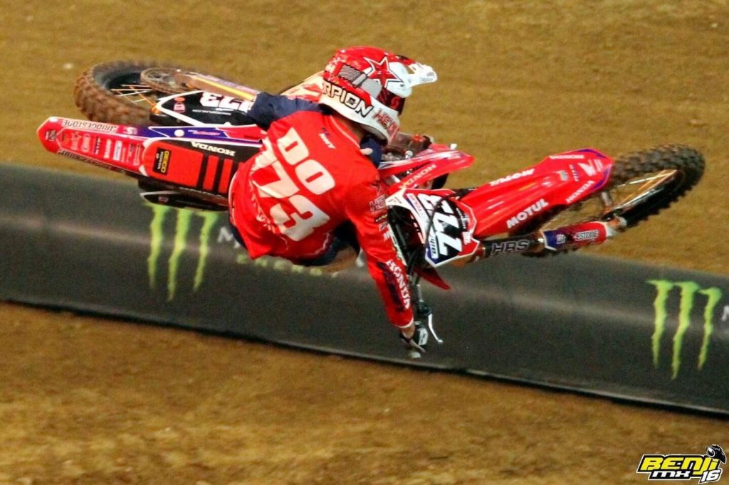 Thomas Do attaque au Supercross de Paris 2017 – Photo BenjiMX16