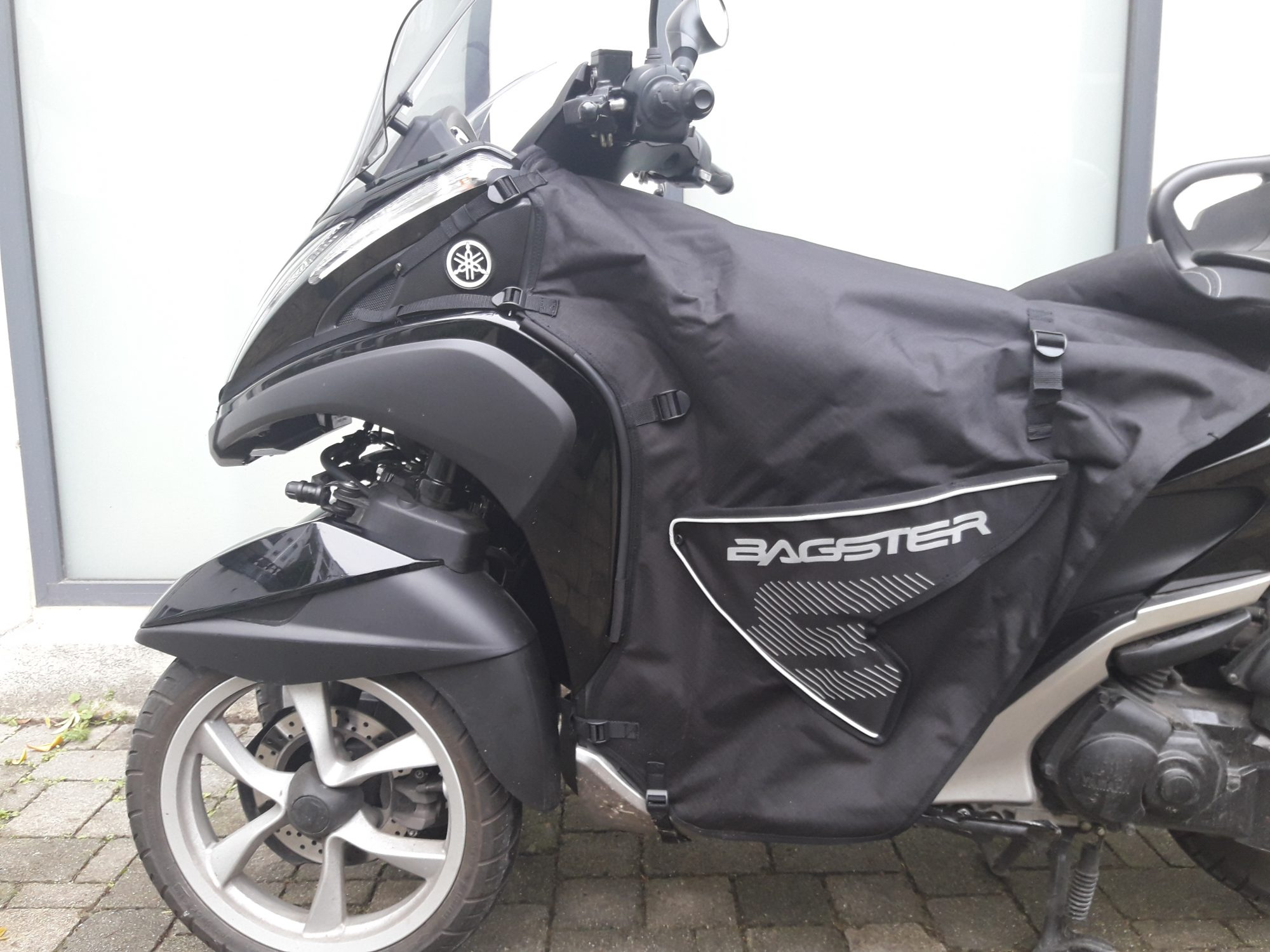 Tablier Bagster Boomerang pour Yamaha Tricity, montage et ...