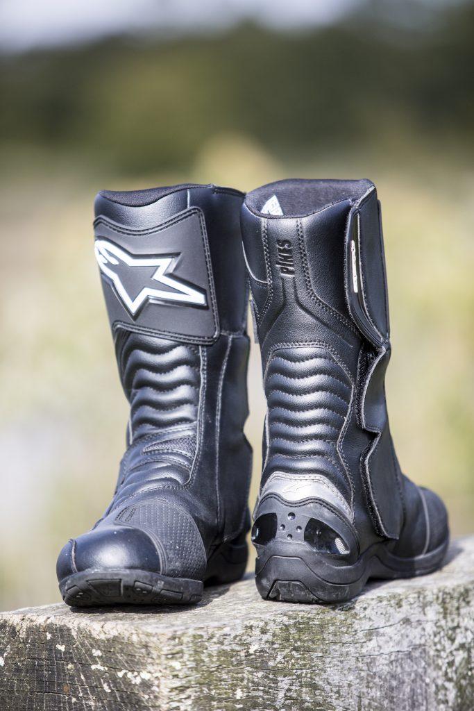 Voilà des bottes agréables à regarder, devant comme derrière.