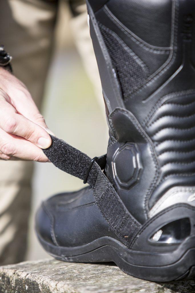 La sangle de cou-de-pied, réglable, permet un ajustement au  millimètre selon l'épaisseur de vos chaussettes.