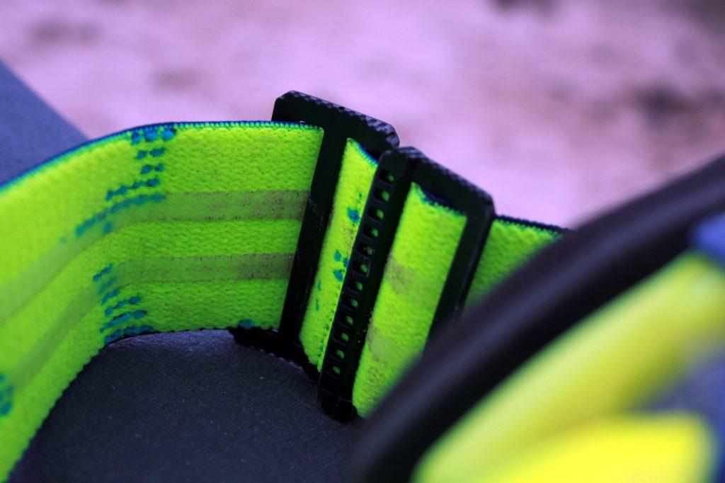 Détail du strap et de la boucle de serrage