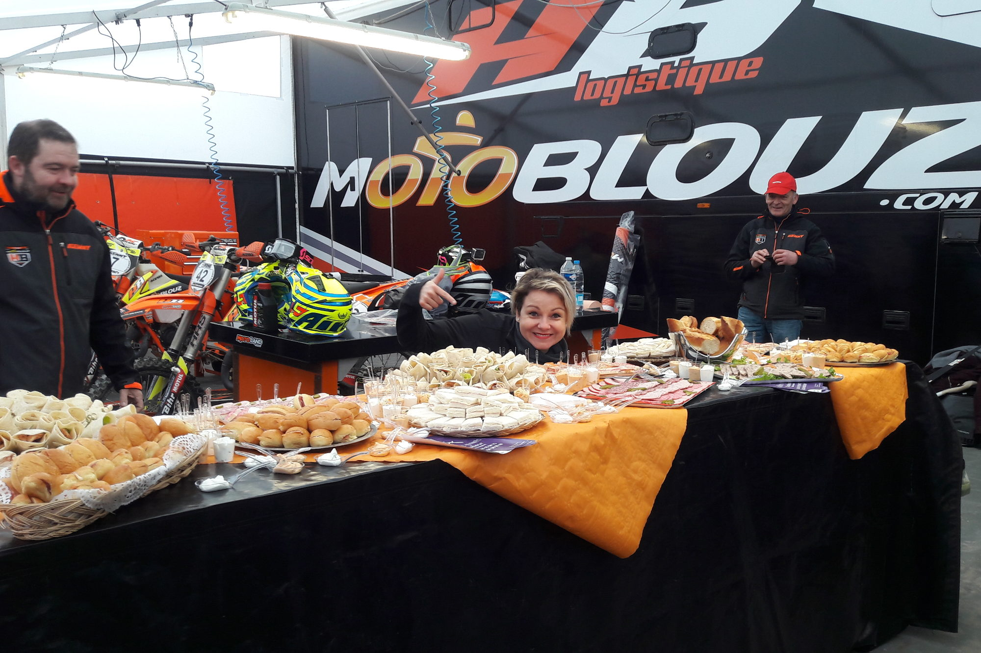 Le sable, ça creuse ! Bienvenue au buffet du team Motoblouz HB Racing.