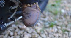 La pointe des chaussures étanche, avec les motifs qui s'estompent avec le temps