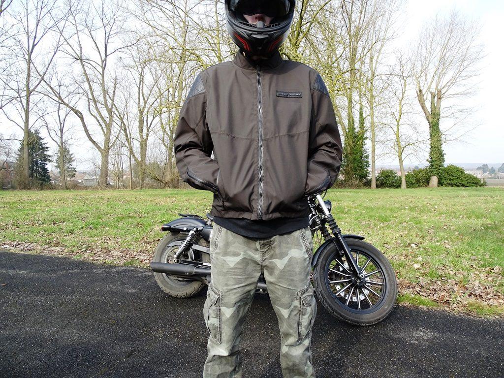 Les poches du blouson Icon 1000 Squalborn sont suffisamment grandes et confortables