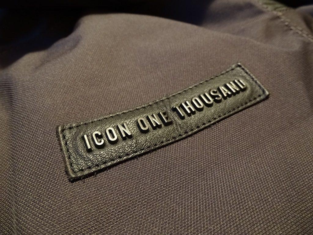 Le logo Icon 1000 en métal