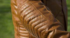 Cuir piqué sur les coudes avec protections homologuées CE