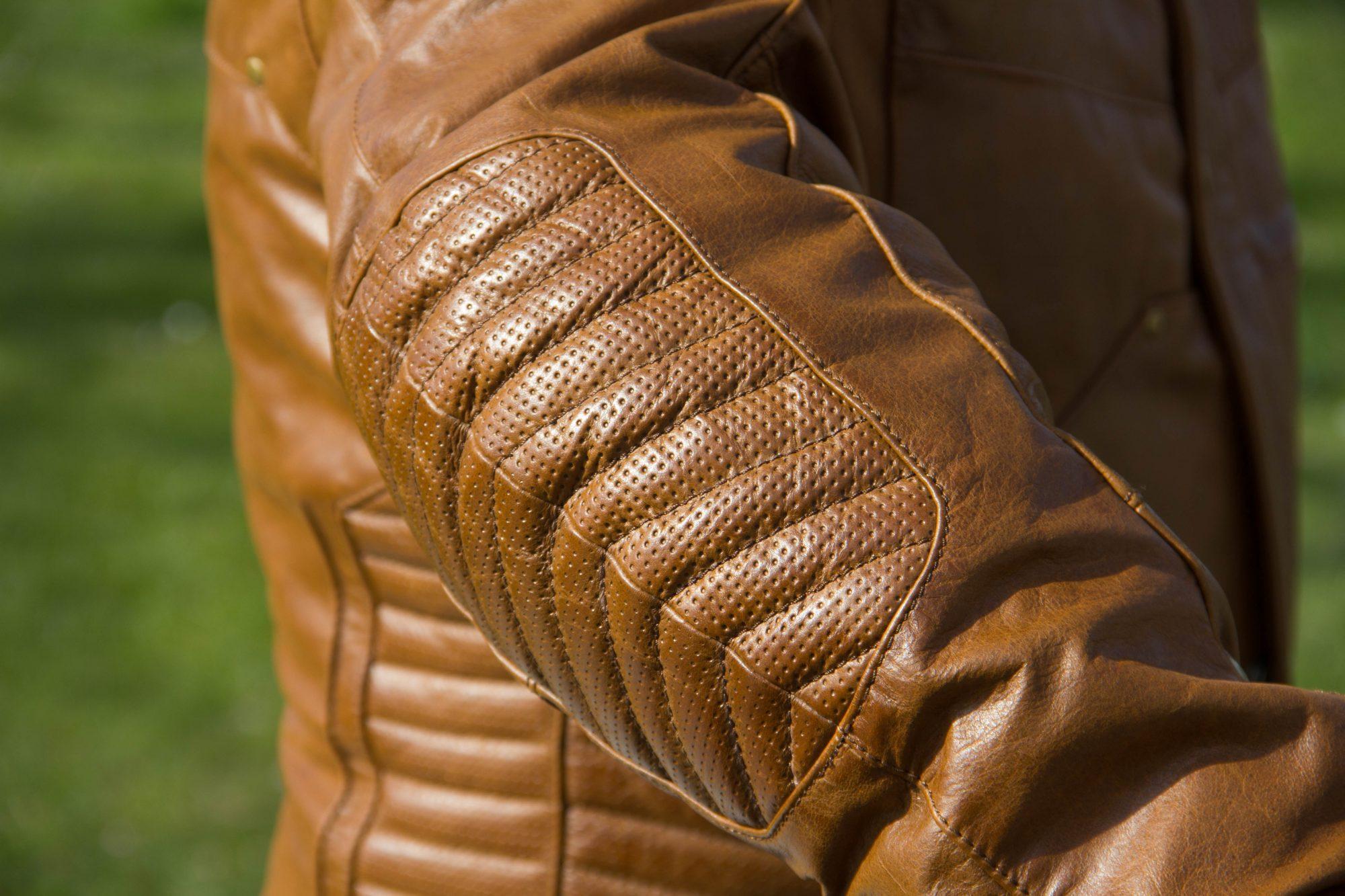 pique sur veste en cuir