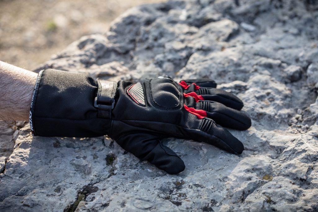 Vraiment isolants, les gants Ixon Pro Arrow
