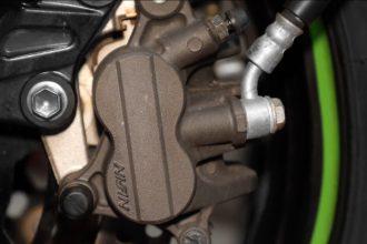 Purger le liquide frein de sa Kawasaki Z750