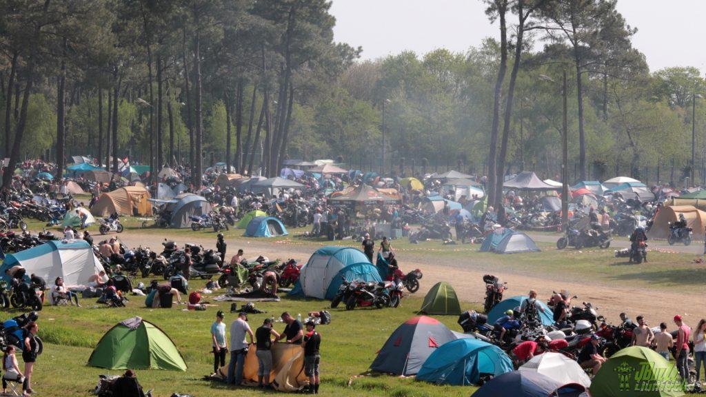 Ah, les campings… Ils font partie du folklore du Mans!
