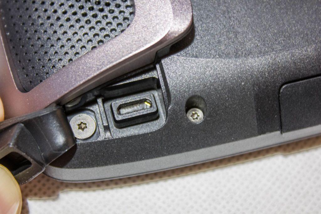 TomTom Rider 450 – Port USB