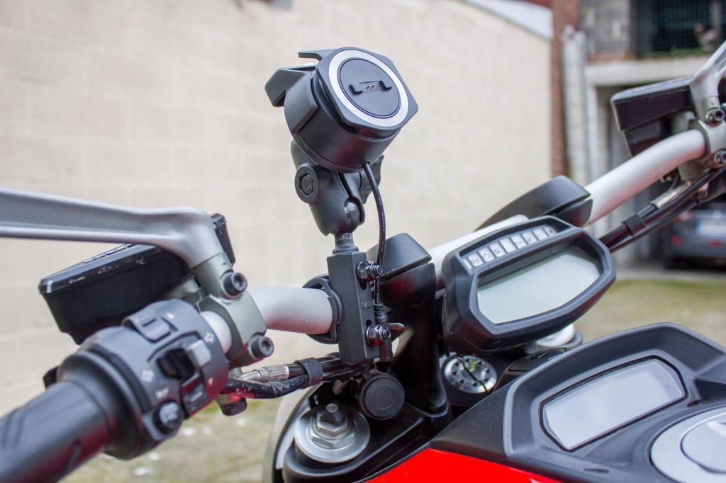 TomTom Rider 450 – platine de fixation installée