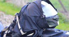 Côté contenance, le sac à dos Kriega R30 peut même accueillir mon casque