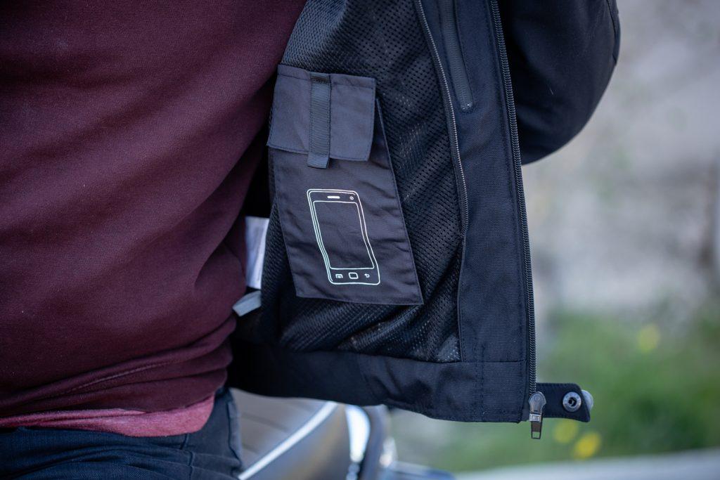 La poche téléphone