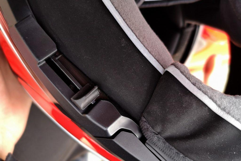 Casque AGV SportModular – levier de l'écran solaire