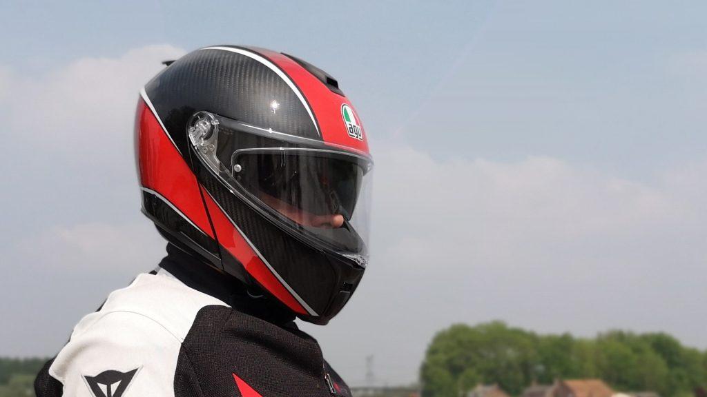 Casque AGV SportModular – mentonnière baissée vue de profil zoom