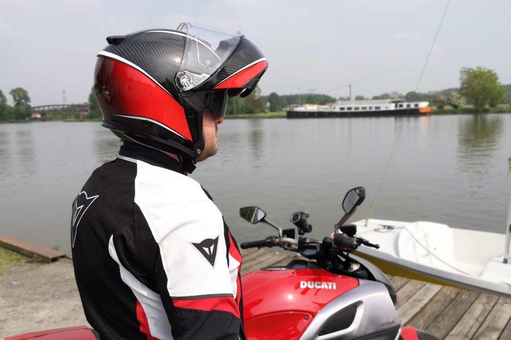 Casque AGV SportModular – mentonnière levée – vue arrière