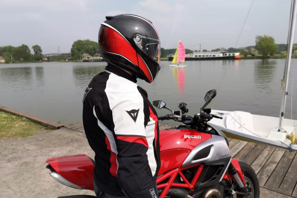 Casque AGV SportModular – mentonnière baissée – vue arrière