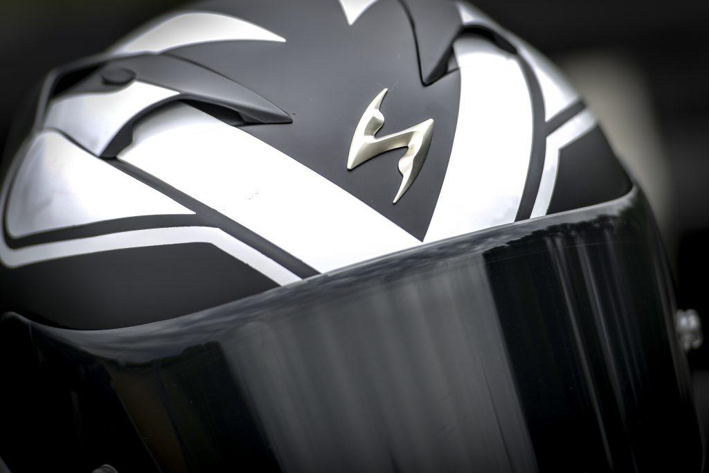 Scorpion EXO 1200 AIR Logo serré
