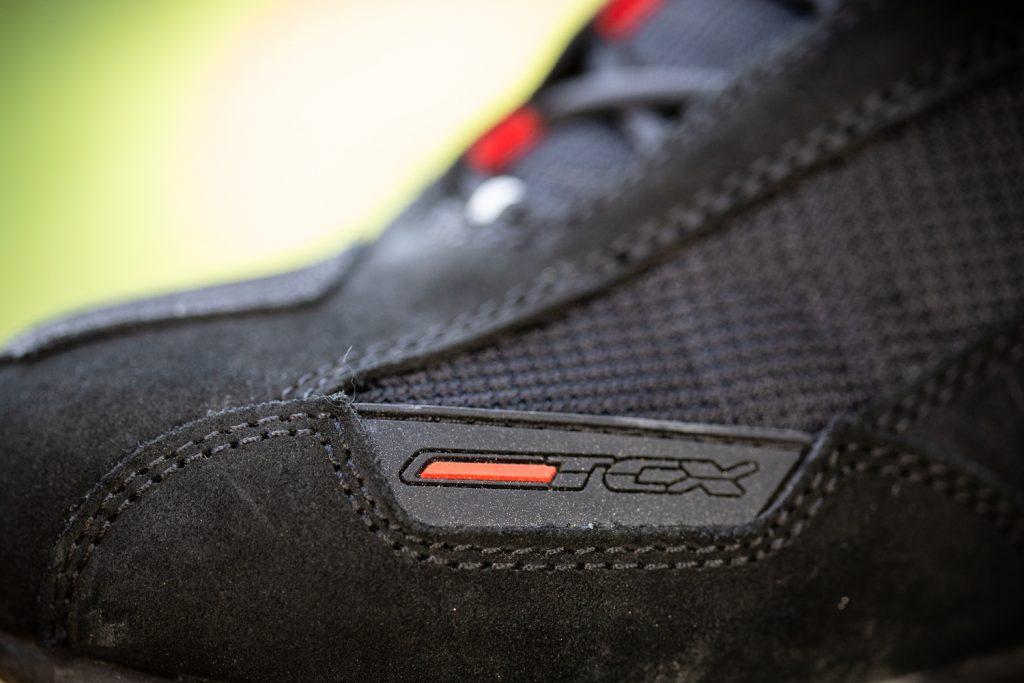 Les baskets TCX Vibe Waterproof ne sont disponibles qu'en noir/rouge