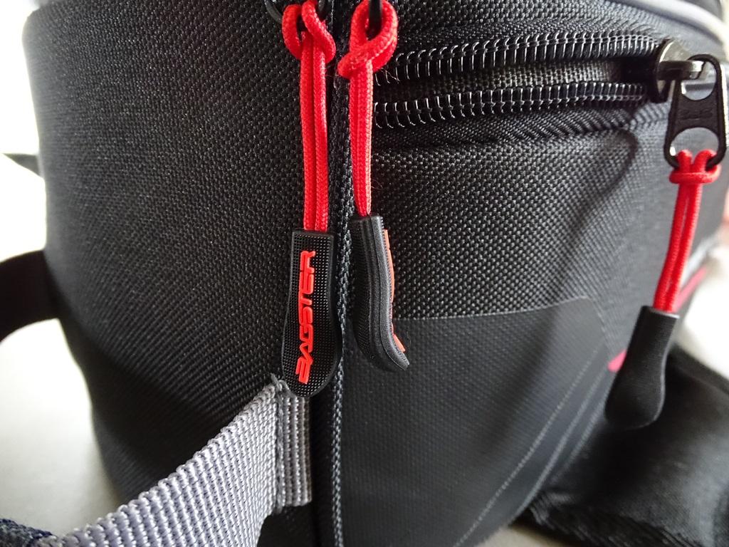 Tirettes ergonomiques sur la sacoche Bagster D-Line Nitro