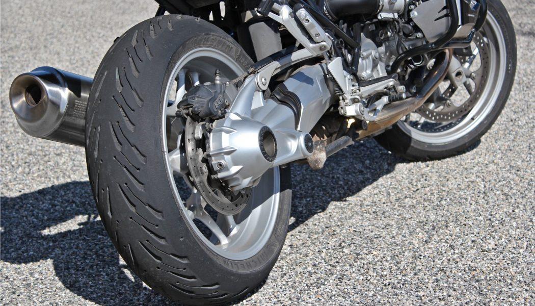Michelin Road 5 sur BMW