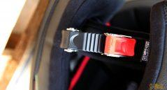 Le casque Nolan N60.5 Special dispose d'une boucle micrométrique