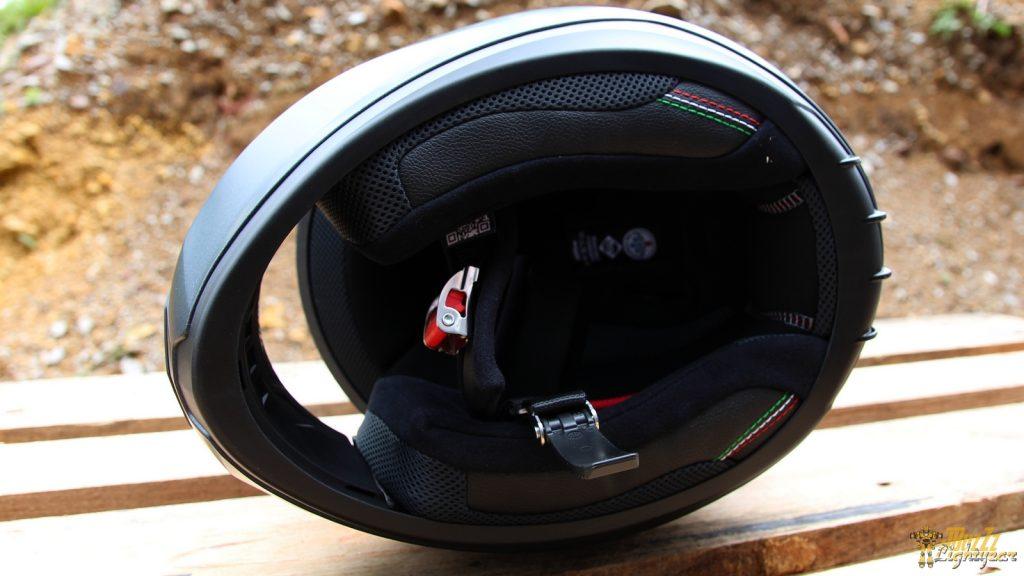 Le casque Nolan N60.5 Special : 'accueil est bon mais il manque un déflecteur au niveau du menton…