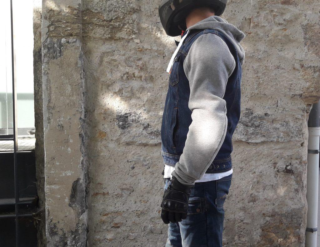 Les manches et la capuche du blouson Segura Kurt, en coton épais