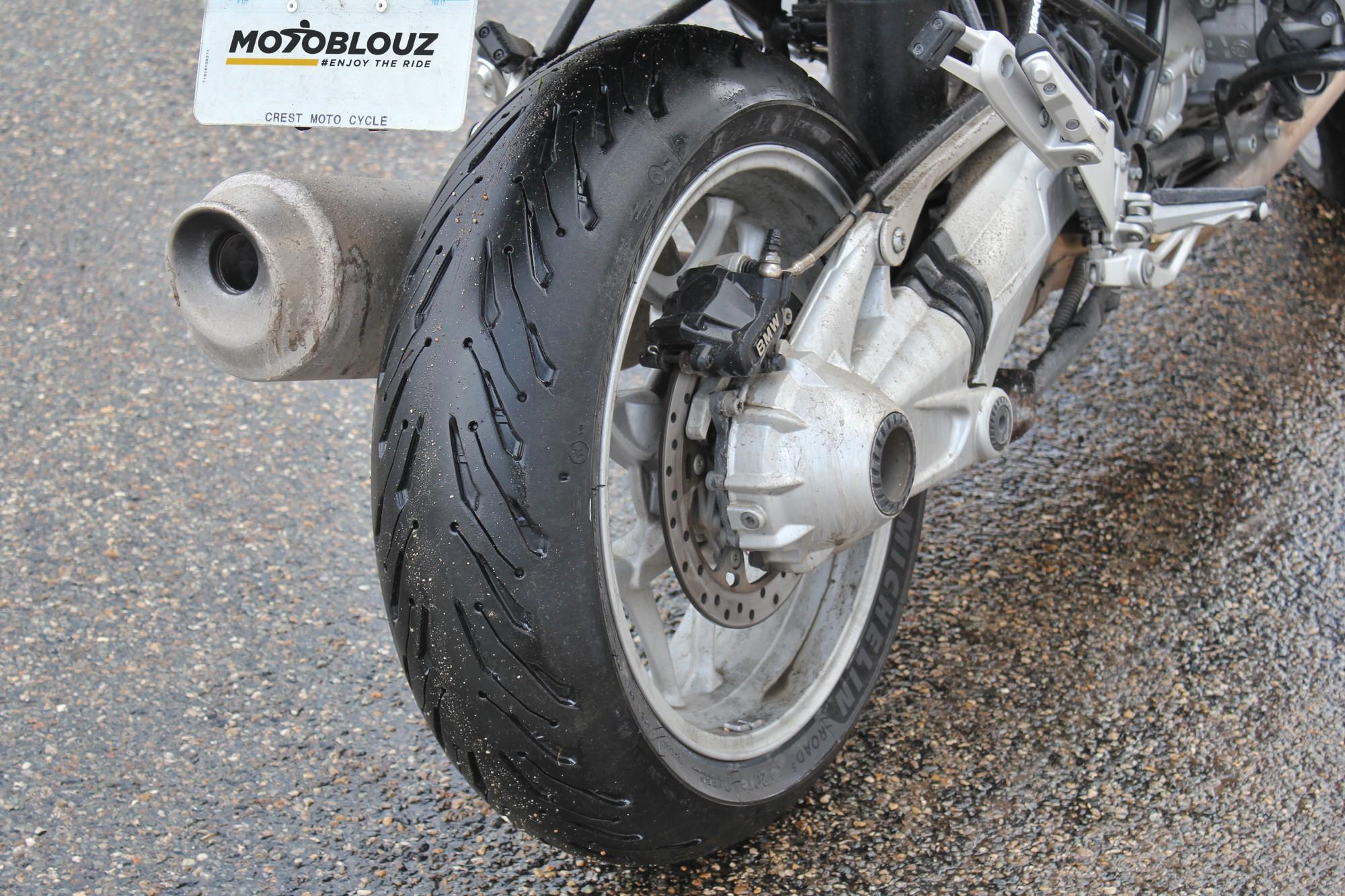 Grip mouillé Michelin Road 5