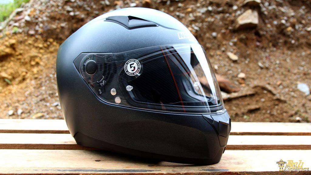 Moderne et racé, côté look le casque Nolan N60.5 Special fait un sans-faute !