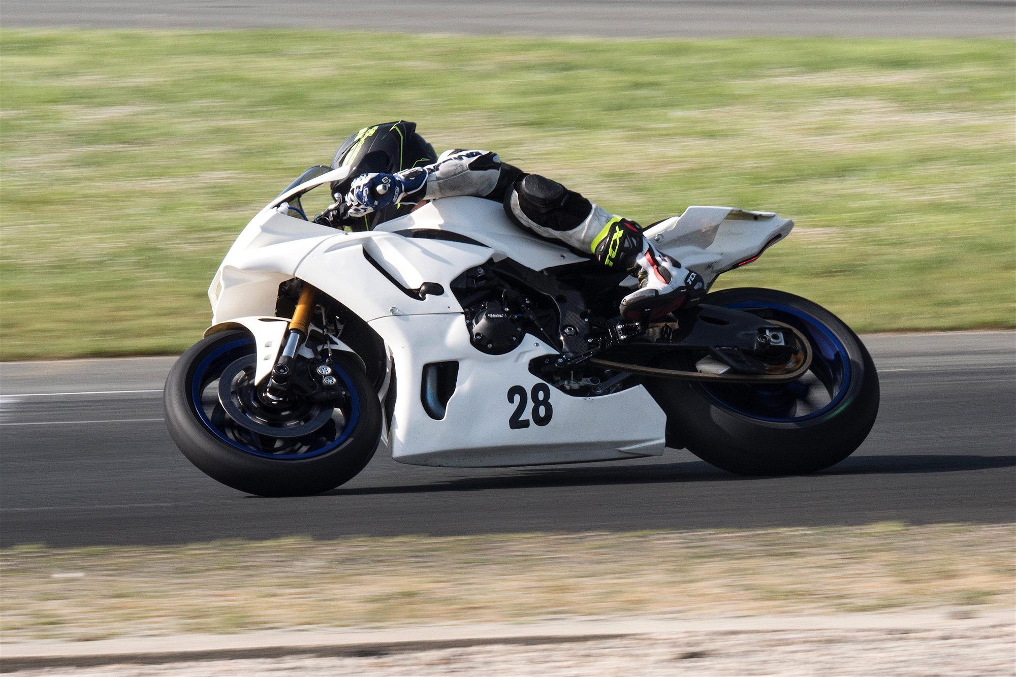 Pneus Pirelli Supercorsa V2 : plus vous les utiliserez, plus vos chronos descendront.