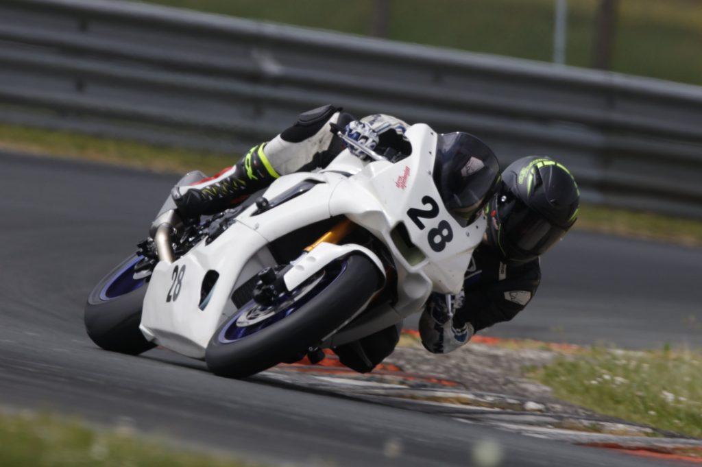 Pneus Pirelli Supercorsa V2 : seuls pneus autorisés pour la championnat Promosport.