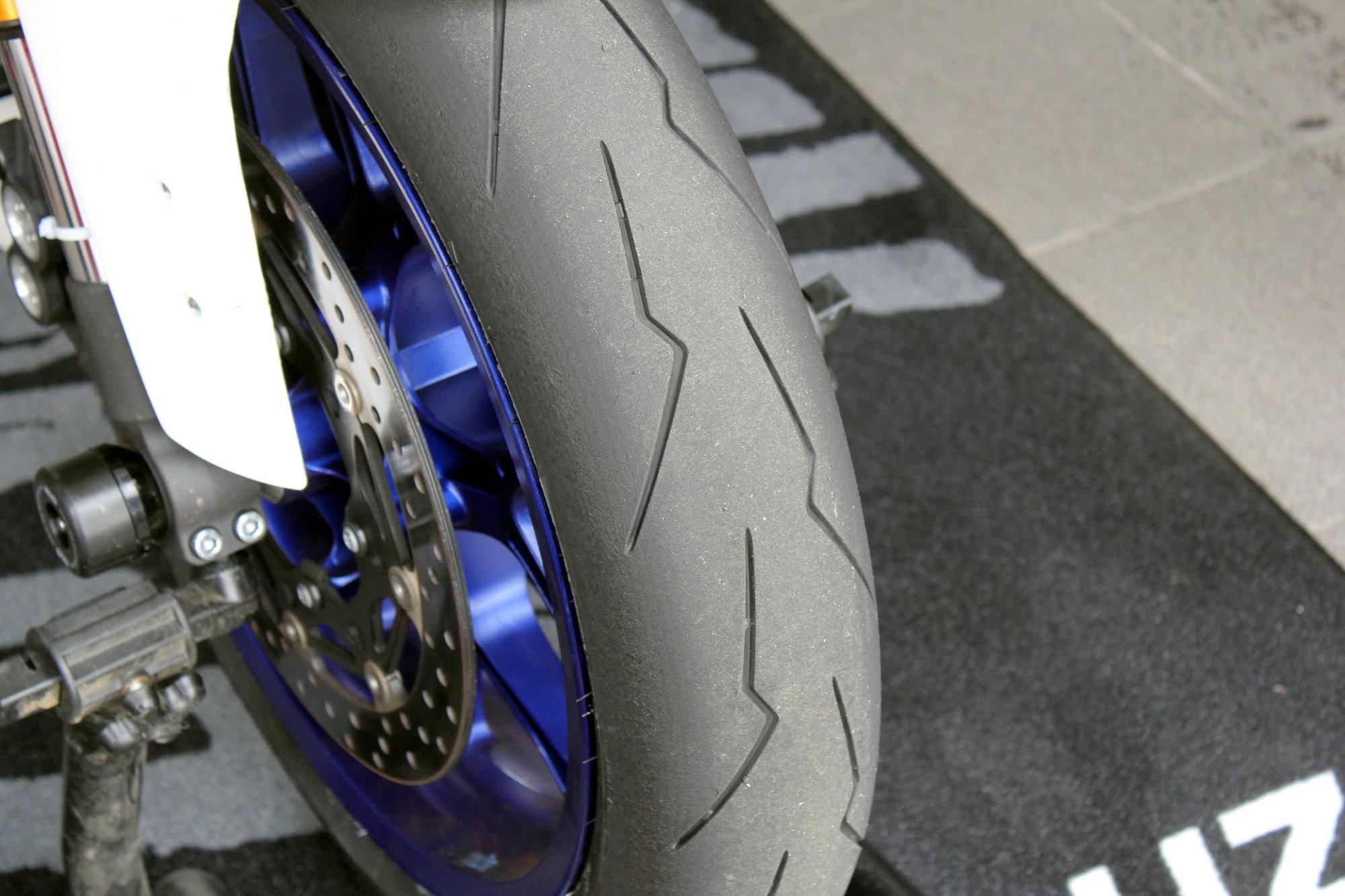 Avec les pneus Pirelli Supercorsa V2, on se sent en sécurité
