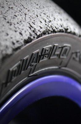 Les pneus Pirelli Supercosta V2 utilisent la même gomme que les Slick Superbike