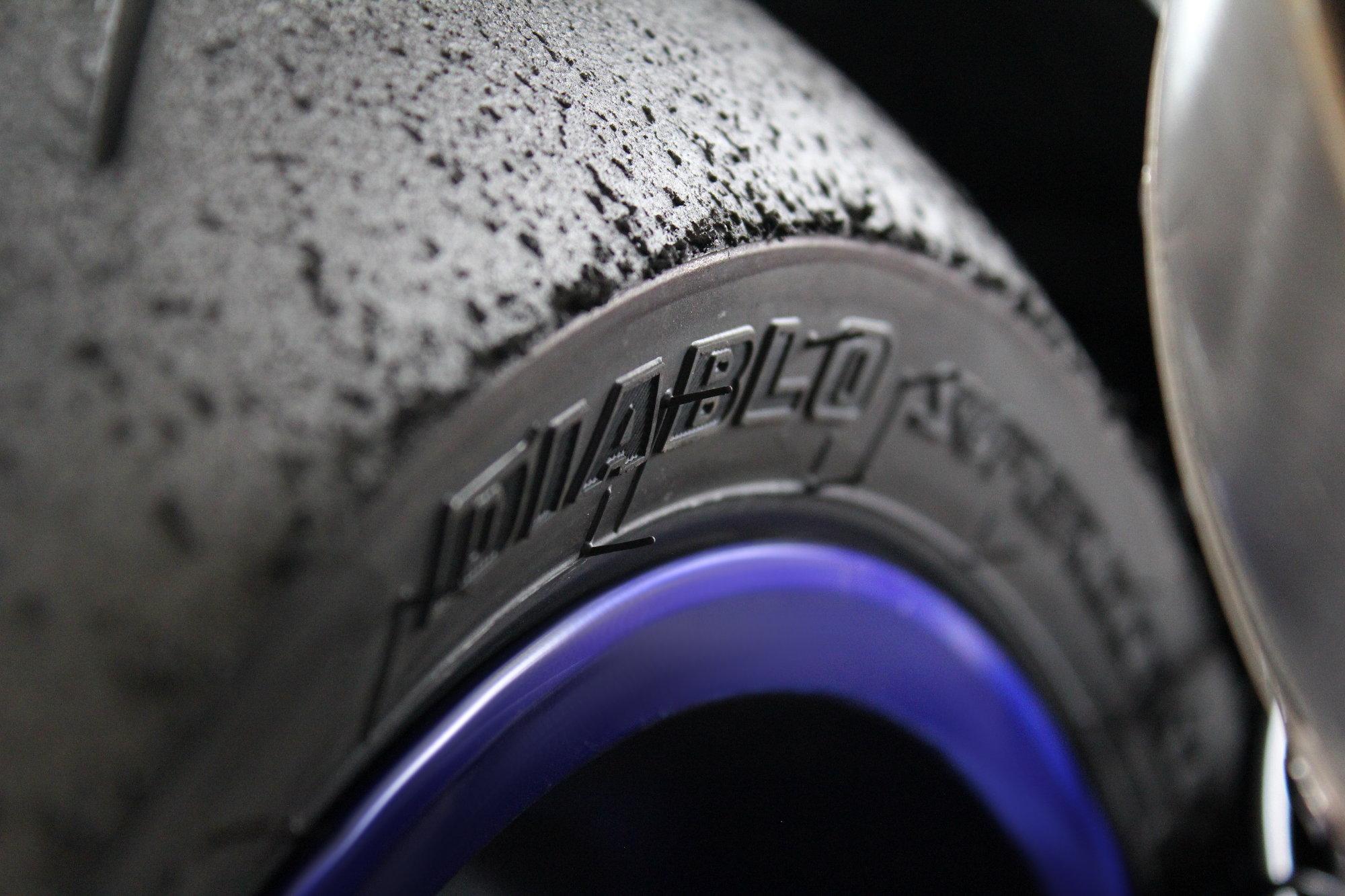 Les pneus trop sportifs, à déconseiller pour la route