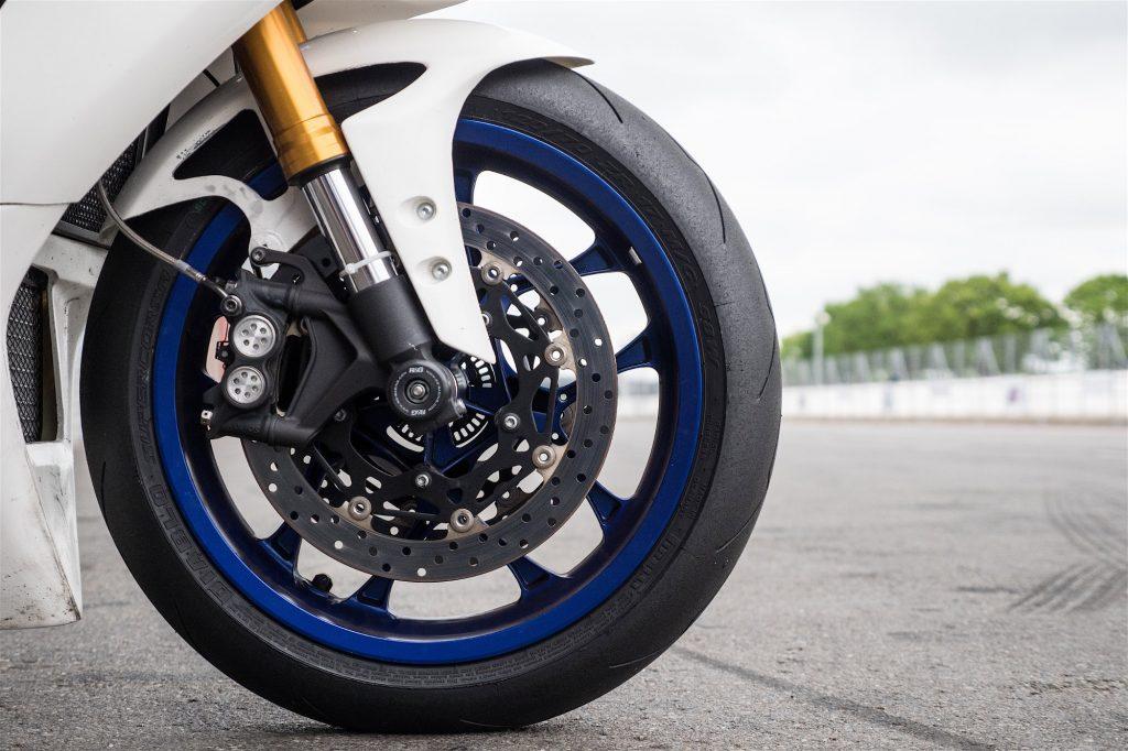 Pneus Pirelli Supercorsa V2 : des pneus racing avec modèle SC homologué pour la route