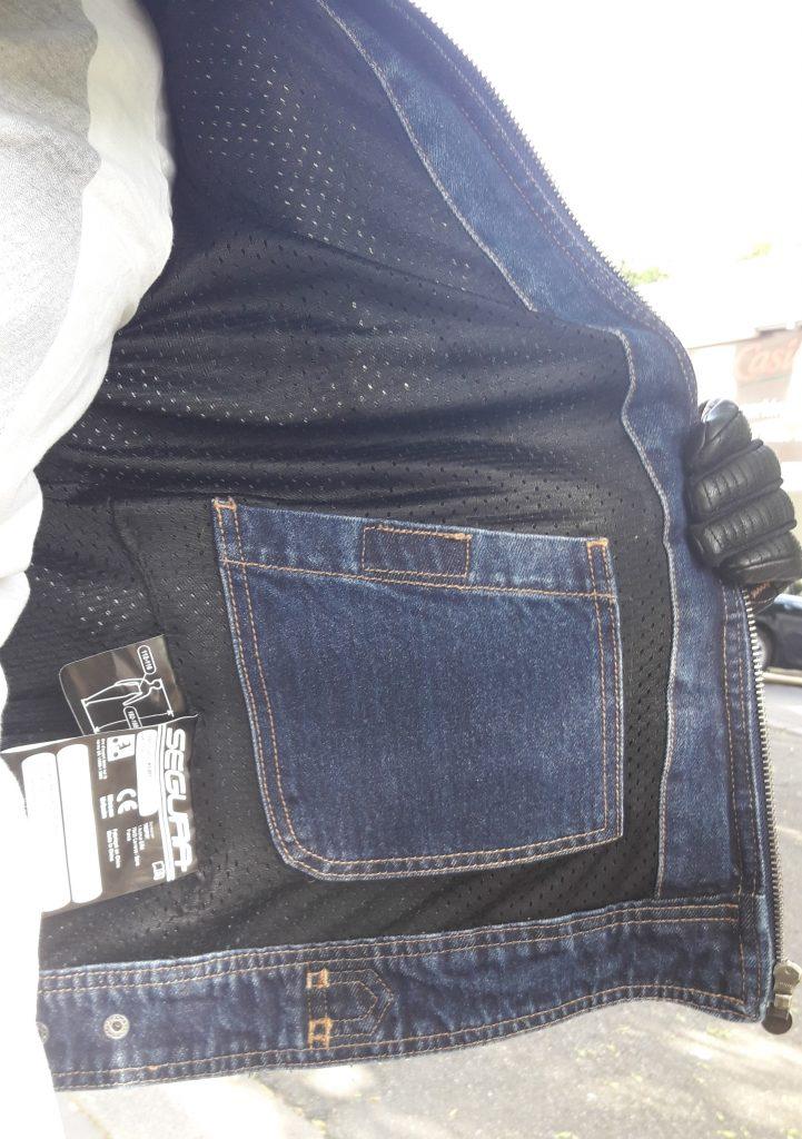 Poche intérieure et étiquettes réglementaires sur le blouson Segura Kurt
