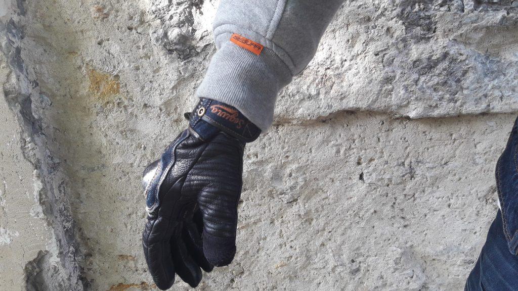 Poignet de serrage et étiquette «Segura», les gants sont des Segura Splinter